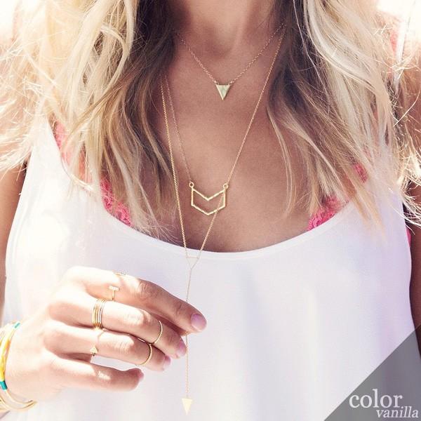 gorjana_chevron_pendant_necklace_gold_3_jewelry_colorvanilla